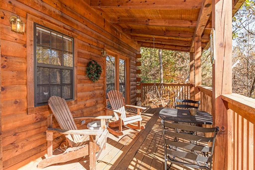 Photo of a Pigeon Forge Cabin named Shy Bear - This is the second photo in the set.