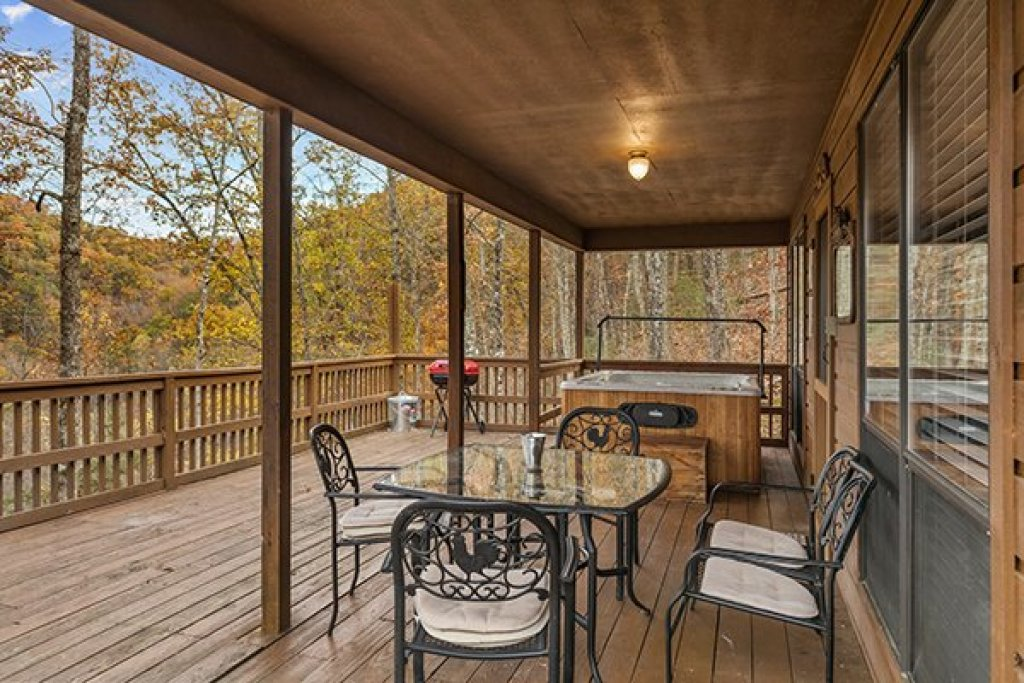 Photo of a Pigeon Forge Cabin named Papa Bear - This is the sixth photo in the set.