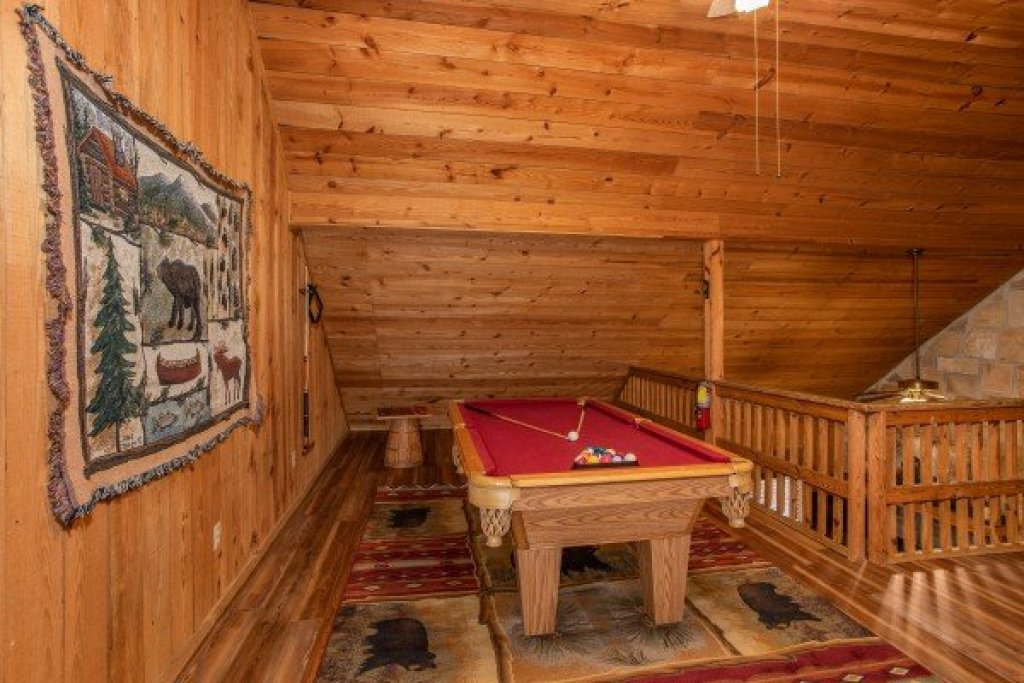 Photo of a Pigeon Forge Cabin named Papa Bear - This is the fifteenth photo in the set.
