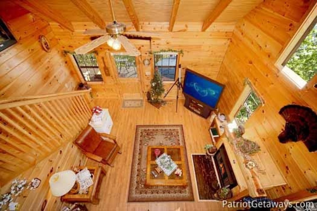 Photo of a Pigeon Forge Cabin named Shy Bear - This is the sixth photo in the set.