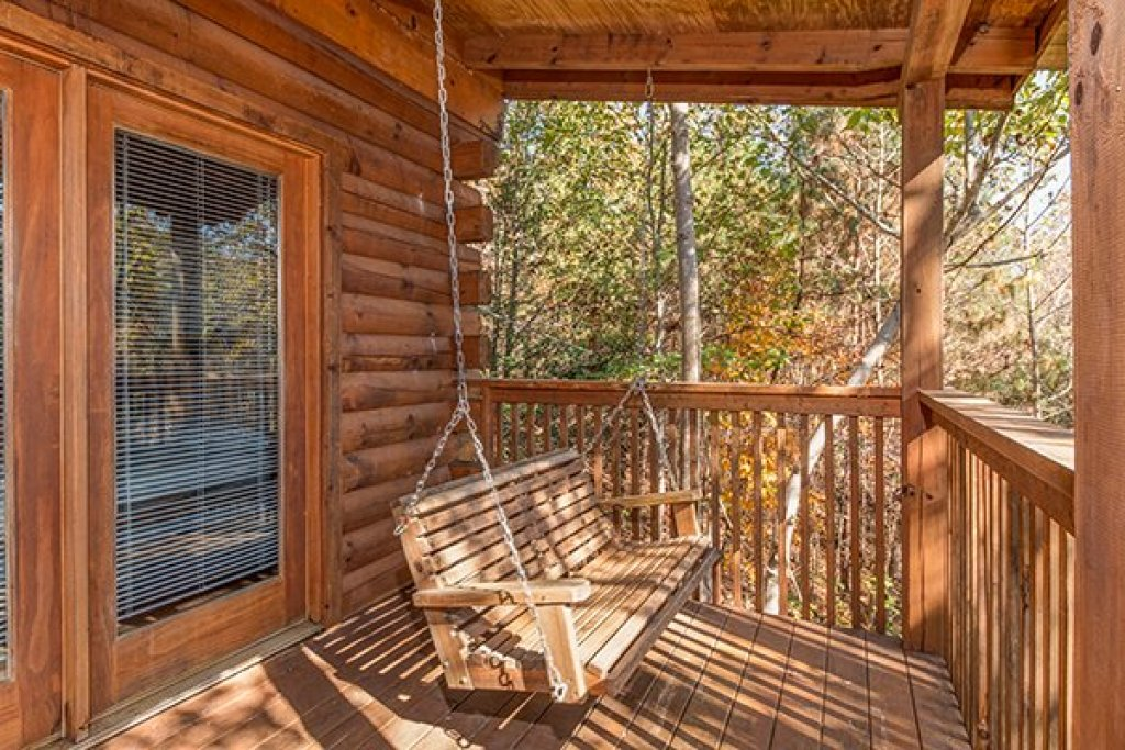 Photo of a Pigeon Forge Cabin named Shy Bear - This is the fifteenth photo in the set.