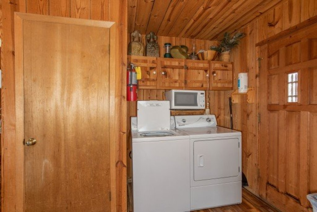 Photo of a Pigeon Forge Cabin named Papa Bear - This is the eleventh photo in the set.