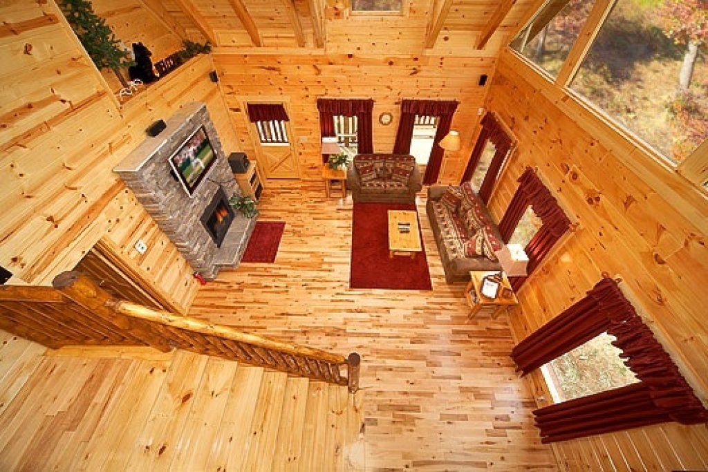 Photo of a Gatlinburg Cabin named Big Bear Falls - This is the fifth photo in the set.