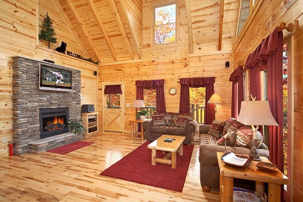 Photo of a Gatlinburg Cabin named Big Bear Falls - This is the second photo in the set.