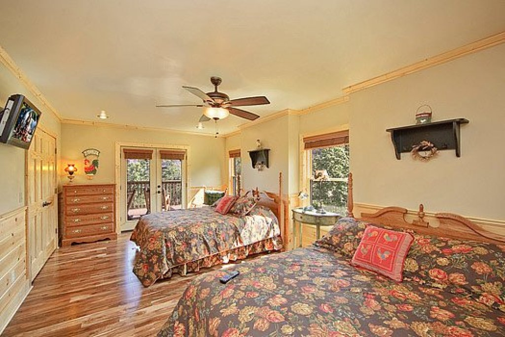 Photo of a Pigeon Forge Cabin named Southern Sunrise - This is the twenty-first photo in the set.