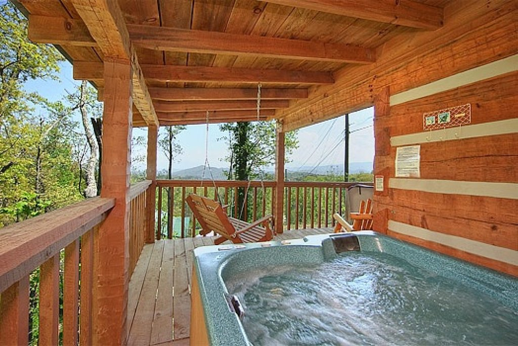 Photo of a Sevierville Cabin named Do Not Disturb - This is the sixth photo in the set.