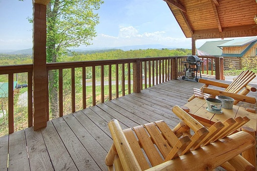 Photo of a Sevierville Cabin named Do Not Disturb - This is the second photo in the set.