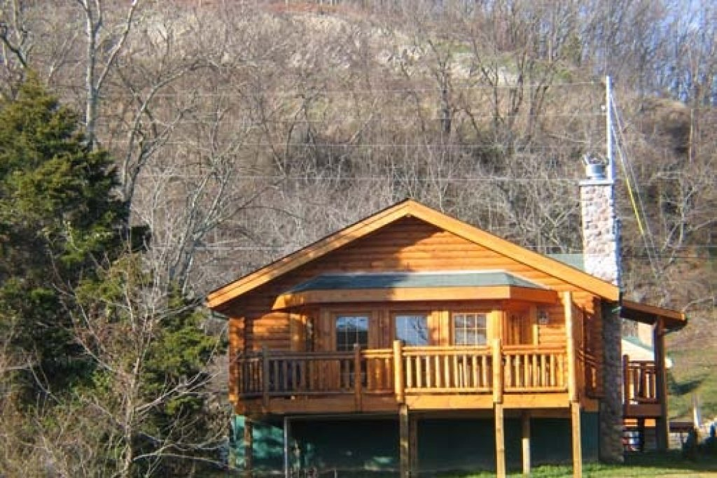 Photo of a Pigeon Forge Cabin named Gone Fishin' - This is the second photo in the set.