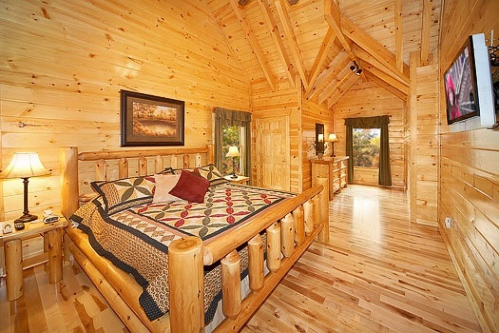 Photo of a Gatlinburg Cabin named Big Bear Falls - This is the eleventh photo in the set.