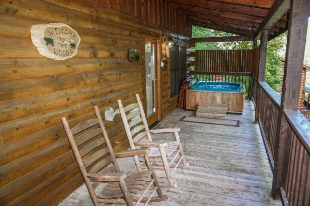 Photo of a Pigeon Forge Cabin named Bearly Mine - This is the seventh photo in the set.