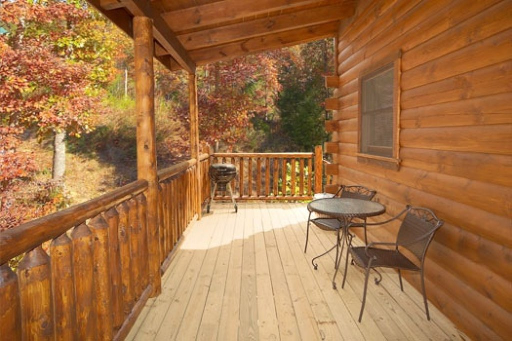 Photo of a Gatlinburg Cabin named Big Bear Falls - This is the twelfth photo in the set.