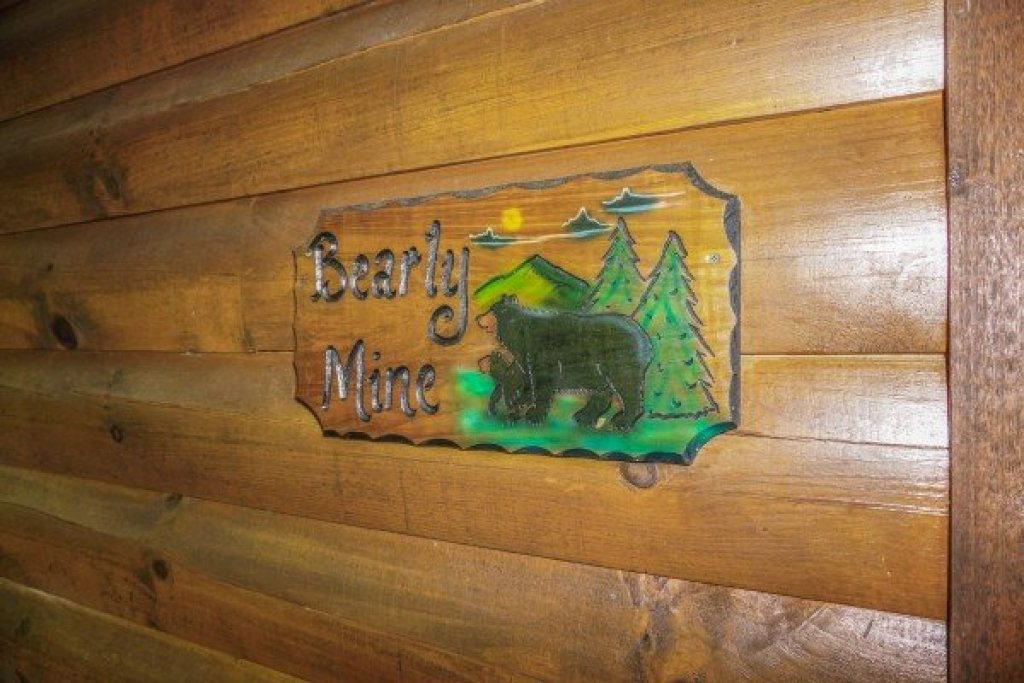 Photo of a Pigeon Forge Cabin named Bearly Mine - This is the seventeenth photo in the set.