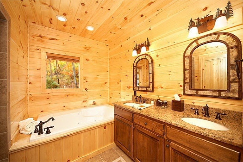 Photo of a Sevierville Cabin named Don't Blink! - This is the twelfth photo in the set.