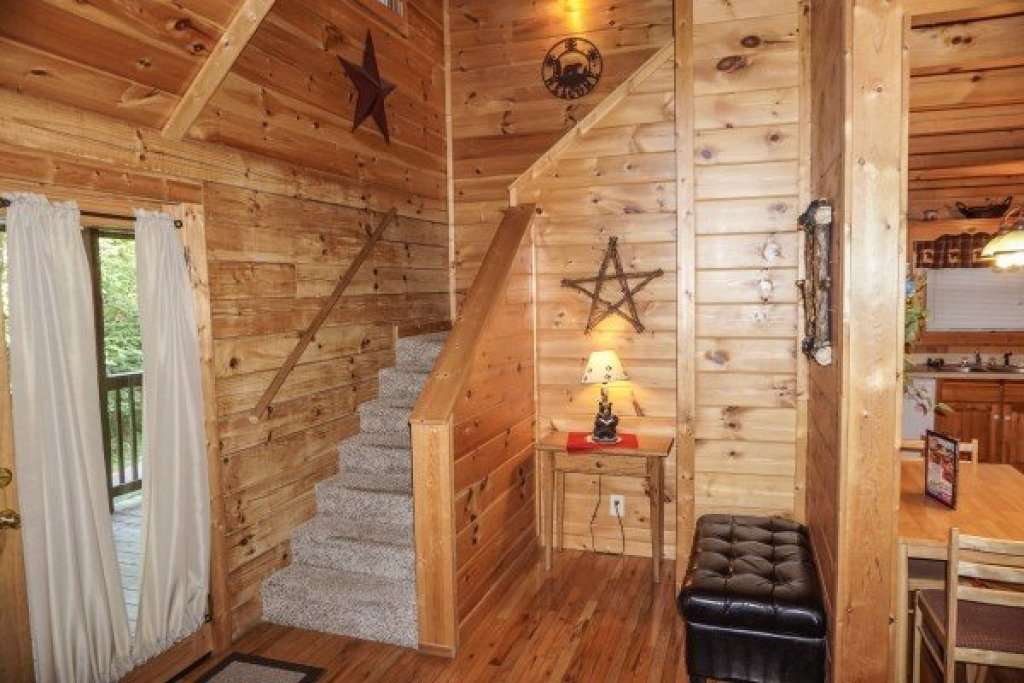 Photo of a Pigeon Forge Cabin named Bearly Mine - This is the tenth photo in the set.