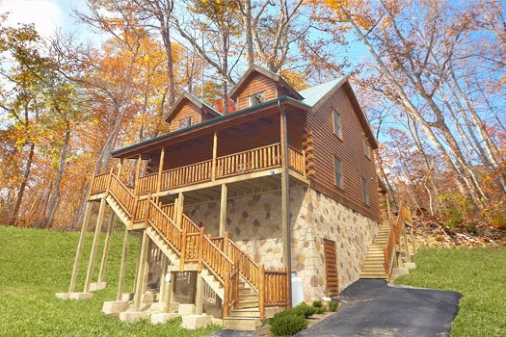 Photo of a Gatlinburg Cabin named Big Bear Falls - This is the first photo in the set.