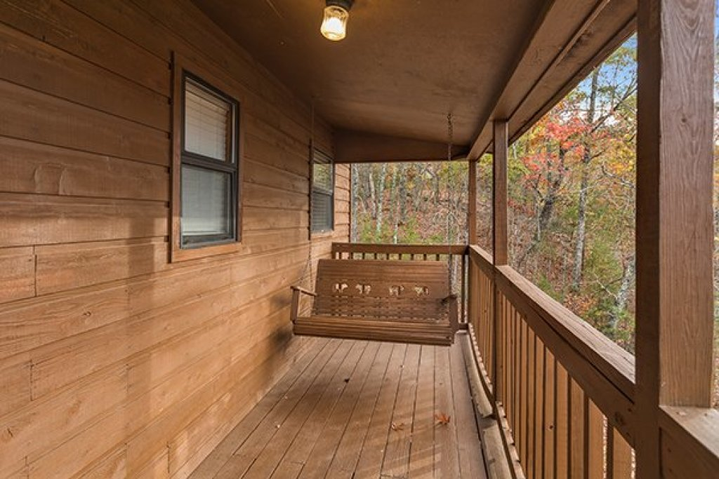 Photo of a Pigeon Forge Cabin named Papa Bear - This is the eighth photo in the set.