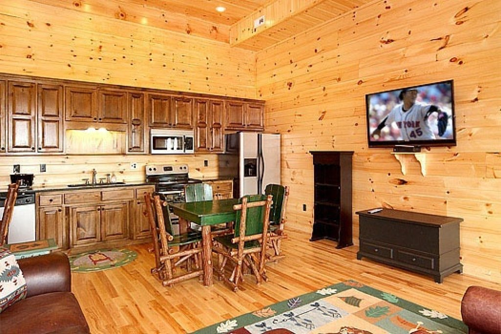 Photo of a Sevierville Cabin named Don't Blink! - This is the eighth photo in the set.