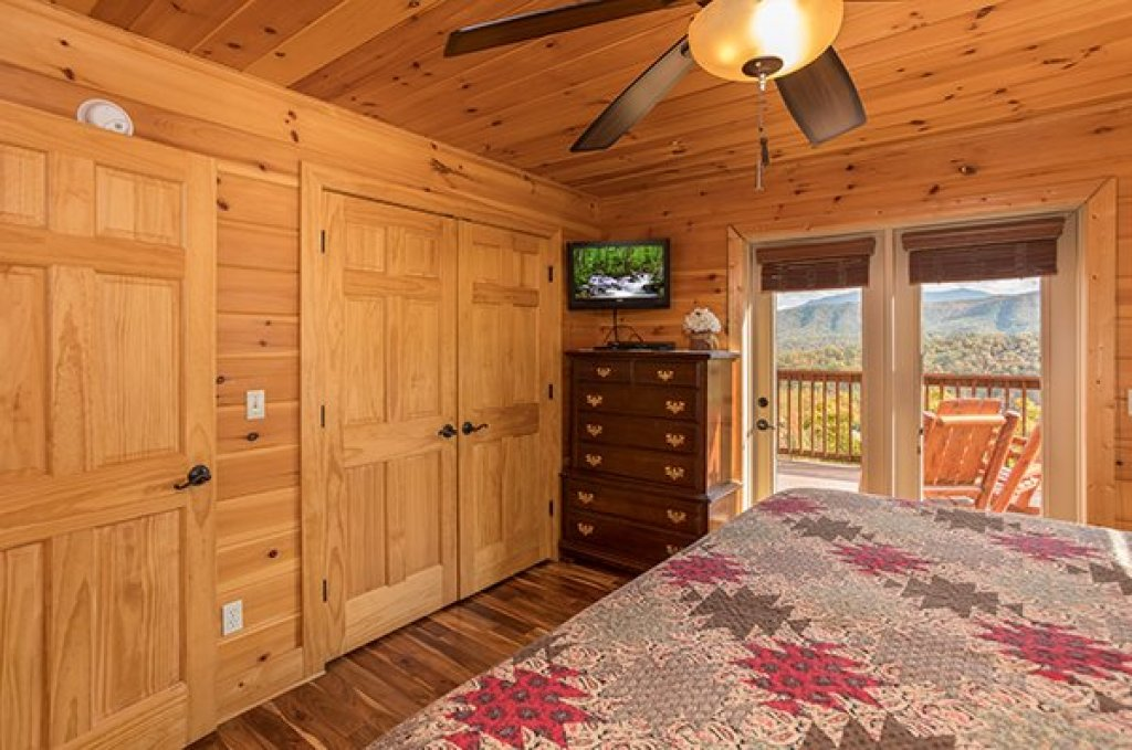 Photo of a Pigeon Forge Cabin named Southern Sunrise - This is the eleventh photo in the set.
