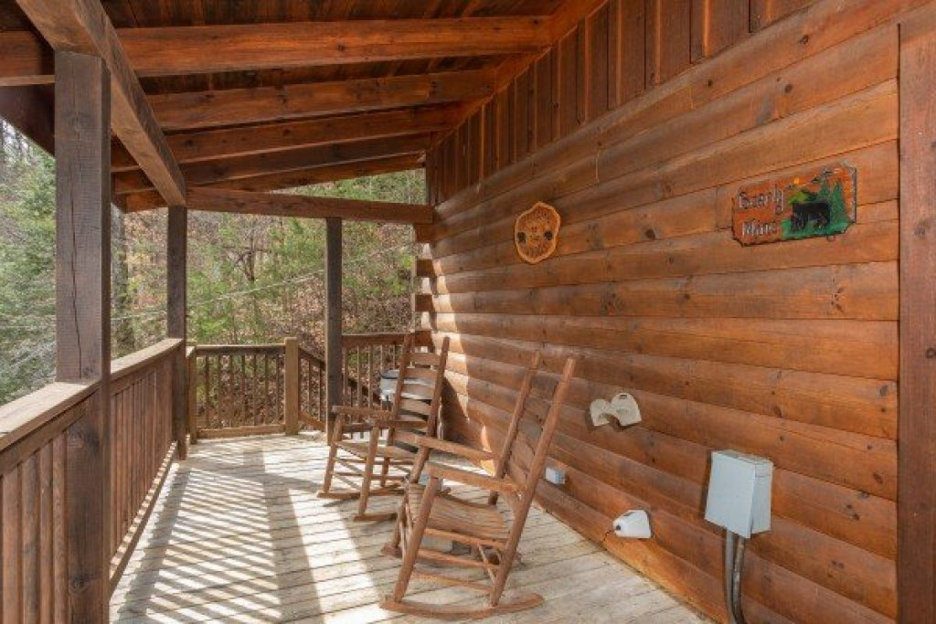 Photo of a Pigeon Forge Cabin named Bearly Mine - This is the ninth photo in the set.