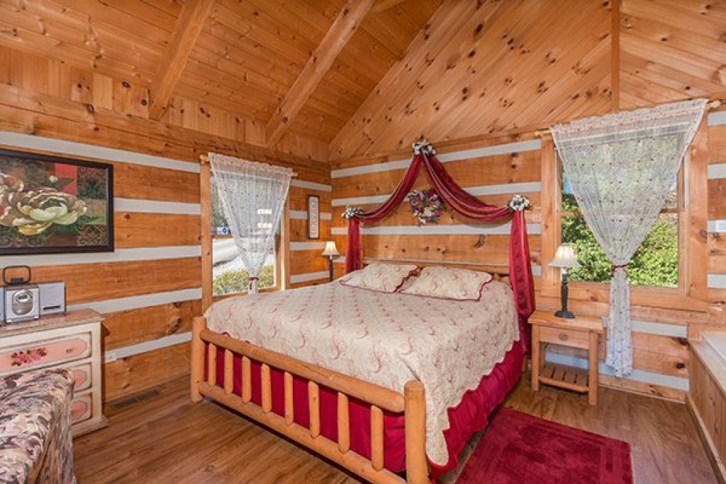 Photo of a Sevierville Cabin named Do Not Disturb - This is the tenth photo in the set.