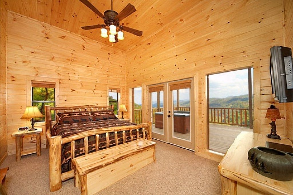 Photo of a Sevierville Cabin named Don't Blink! - This is the fifteenth photo in the set.