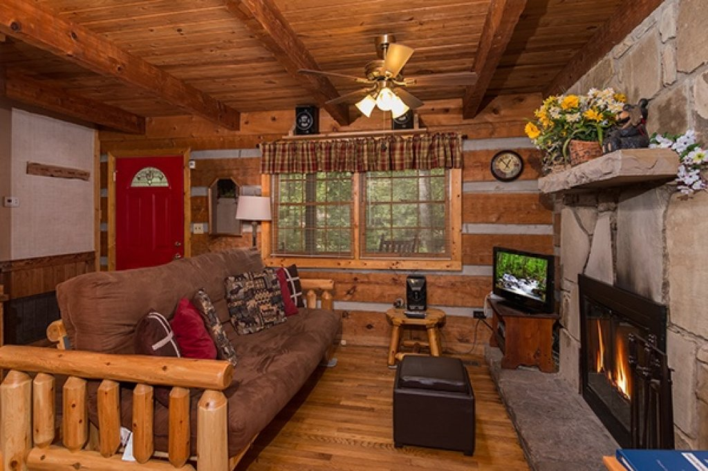 Photo of a Sevierville Cabin named Little Bear - This is the fourth photo in the set.