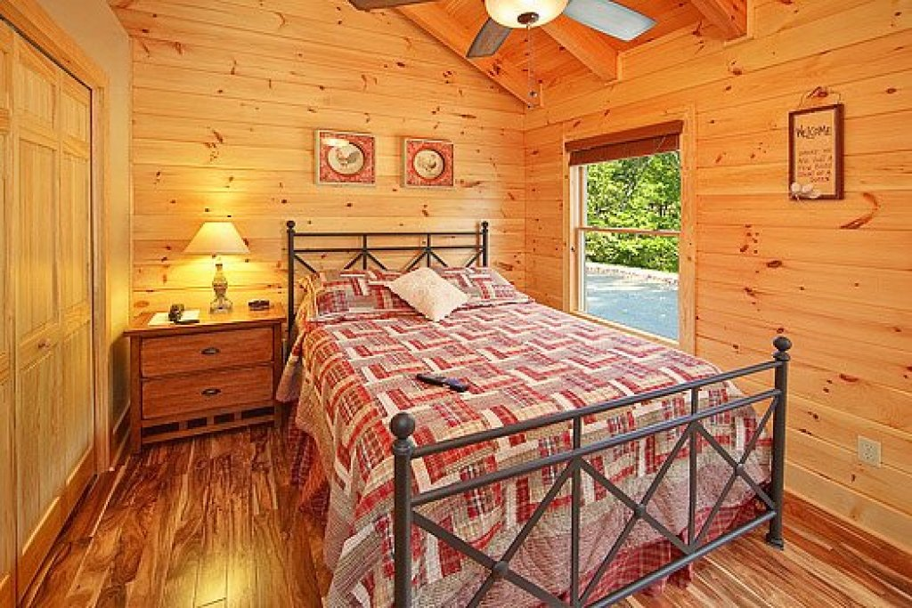 Photo of a Pigeon Forge Cabin named Southern Sunrise - This is the fifteenth photo in the set.
