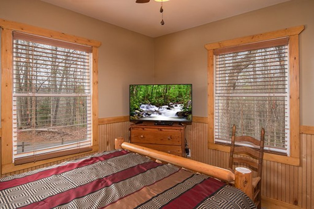 Photo of a Gatlinburg Cabin named Lucky Logs - This is the fifteenth photo in the set.