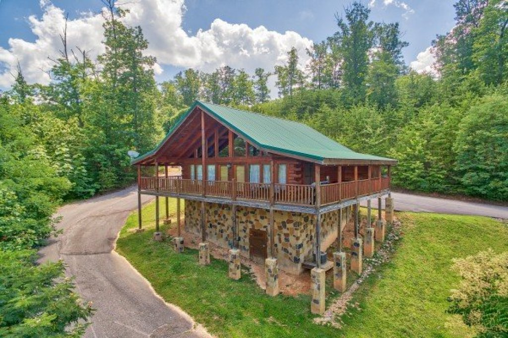 Photo of a Pigeon Forge Cabin named Majestic Sunrise - This is the first photo in the set.