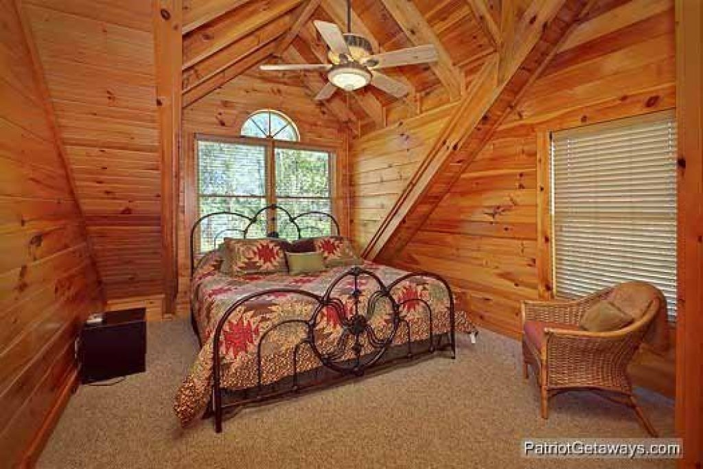 Photo of a Pigeon Forge Cabin named Logged Out - This is the tenth photo in the set.