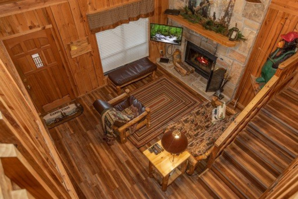 Photo of a Pigeon Forge Cabin named Papa Bear - This is the fourteenth photo in the set.