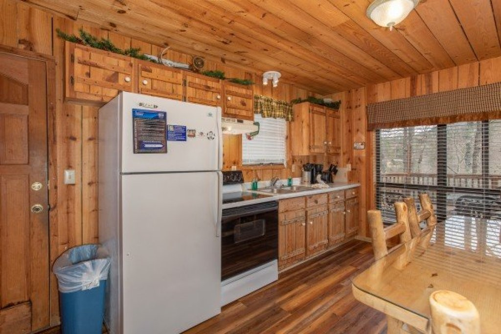 Photo of a Pigeon Forge Cabin named Papa Bear - This is the fourth photo in the set.