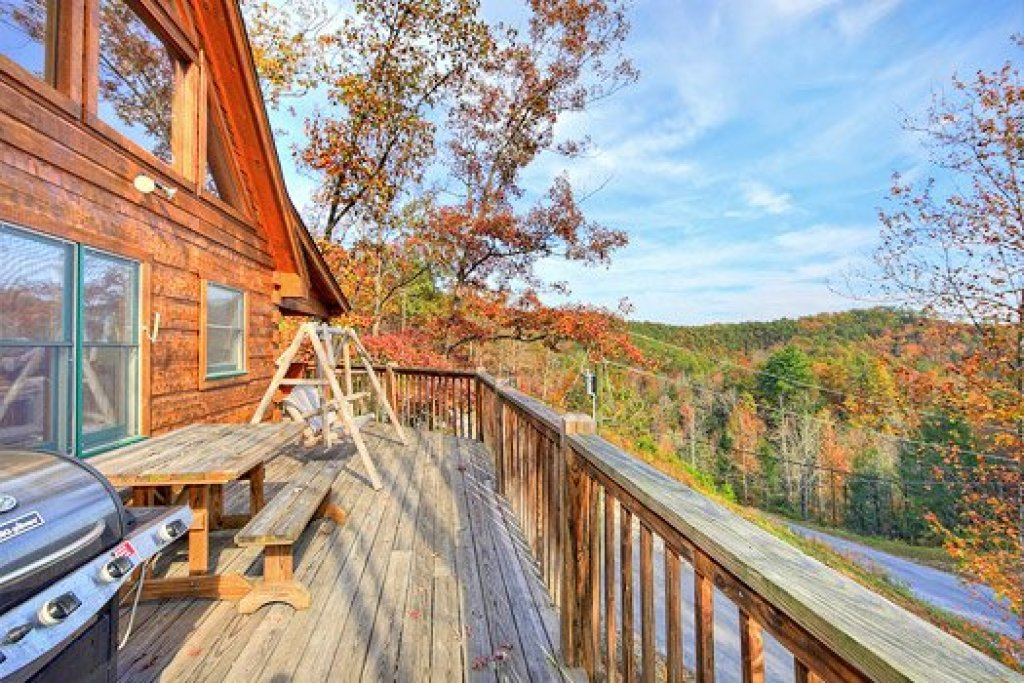 Photo of a Pigeon Forge Cabin named Picture Perfect Hideaway - This is the thirtieth photo in the set.