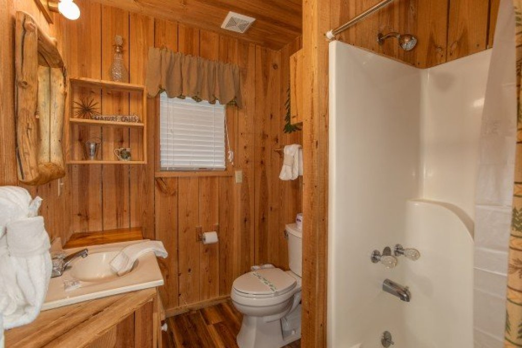 Photo of a Pigeon Forge Cabin named Papa Bear - This is the eighteenth photo in the set.