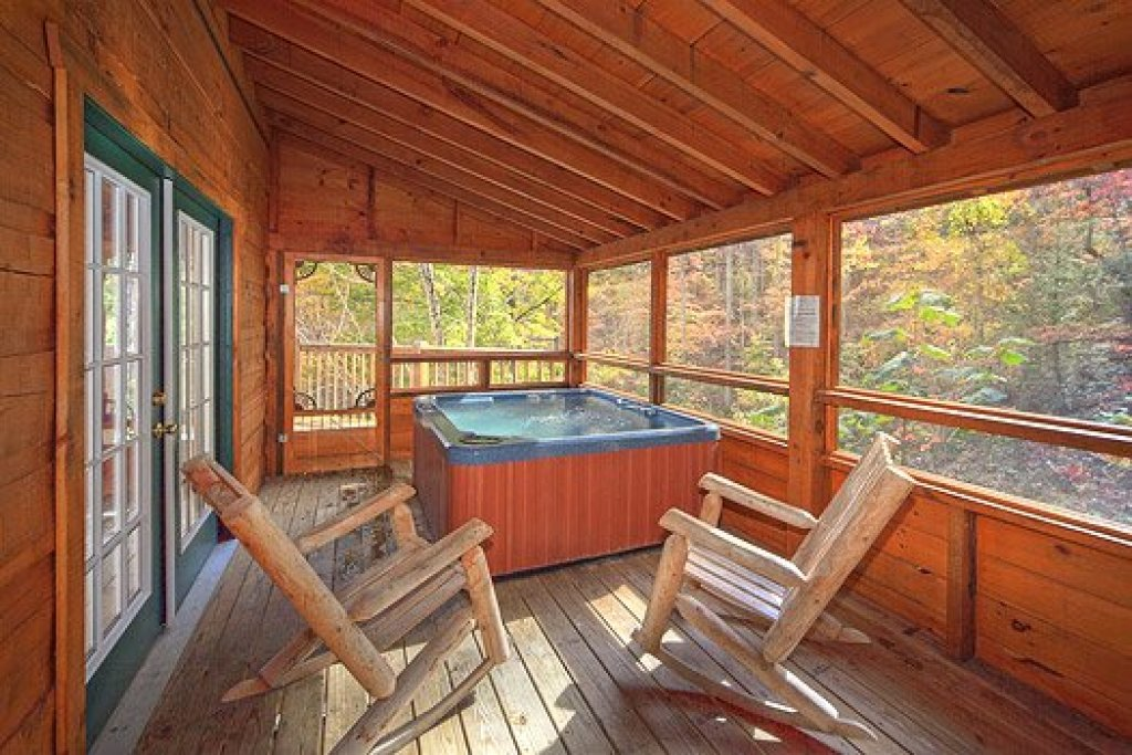 Photo of a Pigeon Forge Cabin named Picture Perfect Hideaway - This is the sixteenth photo in the set.