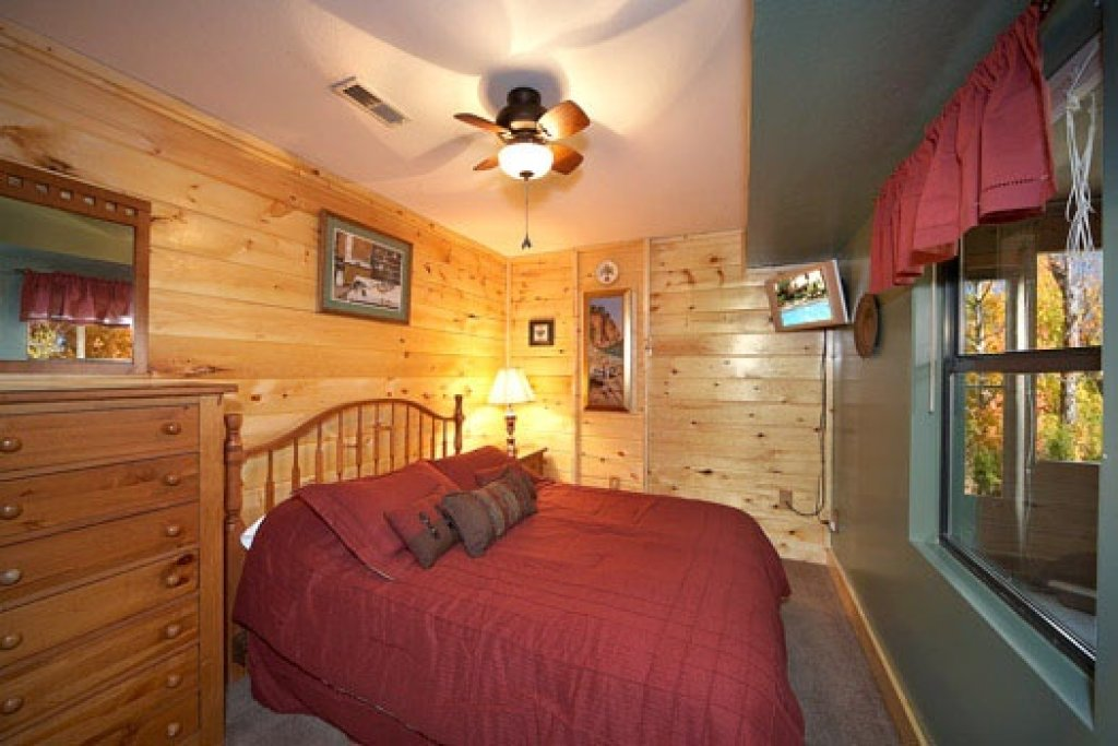 Photo of a Pigeon Forge Cabin named Raccoon's Rest - This is the eighth photo in the set.
