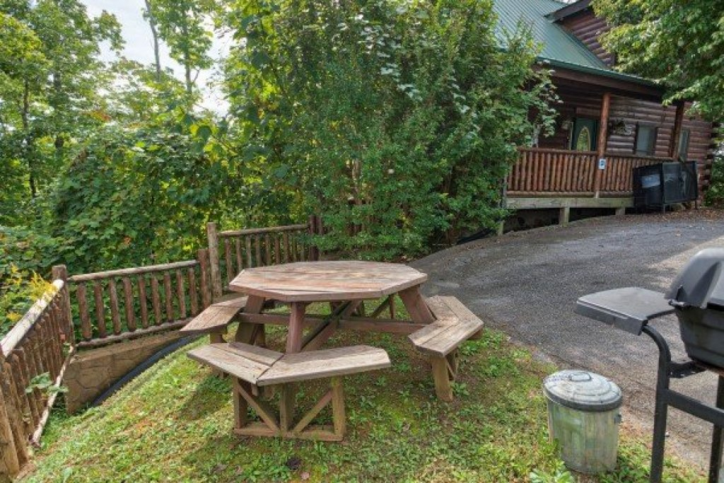 Photo of a Gatlinburg Cabin named Summit View - This is the second photo in the set.