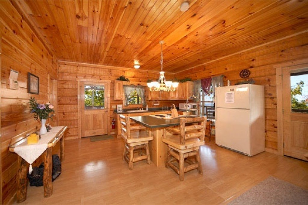 Photo of a Pigeon Forge Cabin named Mountain Memories - This is the fifth photo in the set.