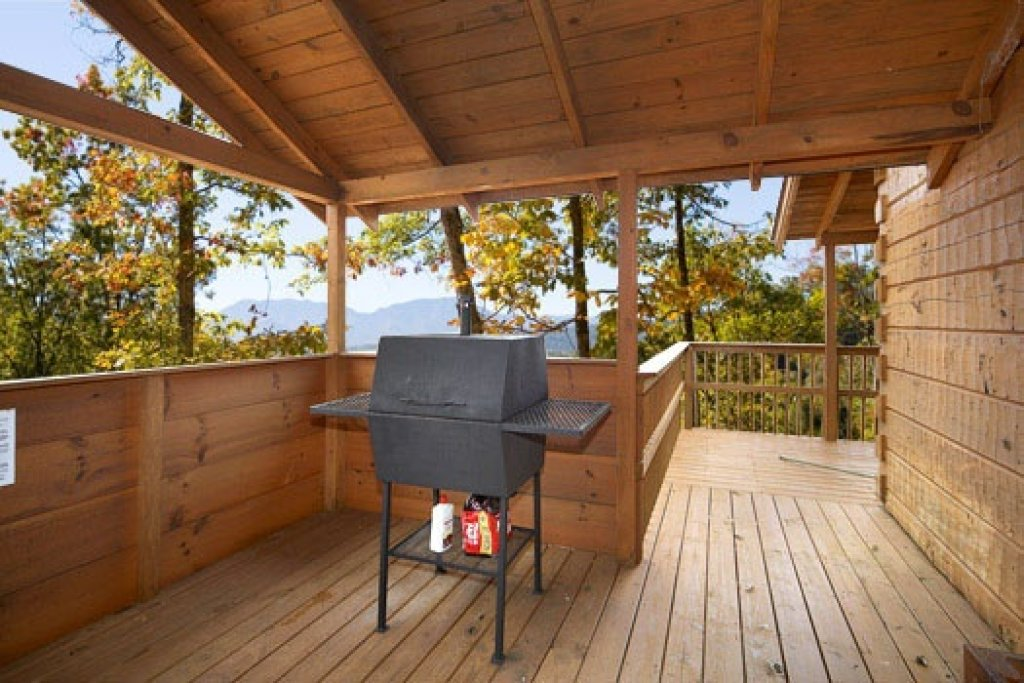 Photo of a Pigeon Forge Cabin named Mountain Memories - This is the seventh photo in the set.