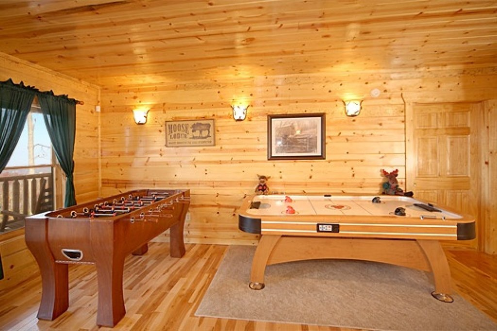 Photo of a Gatlinburg Cabin named Moose Mountain Lodge - This is the sixteenth photo in the set.