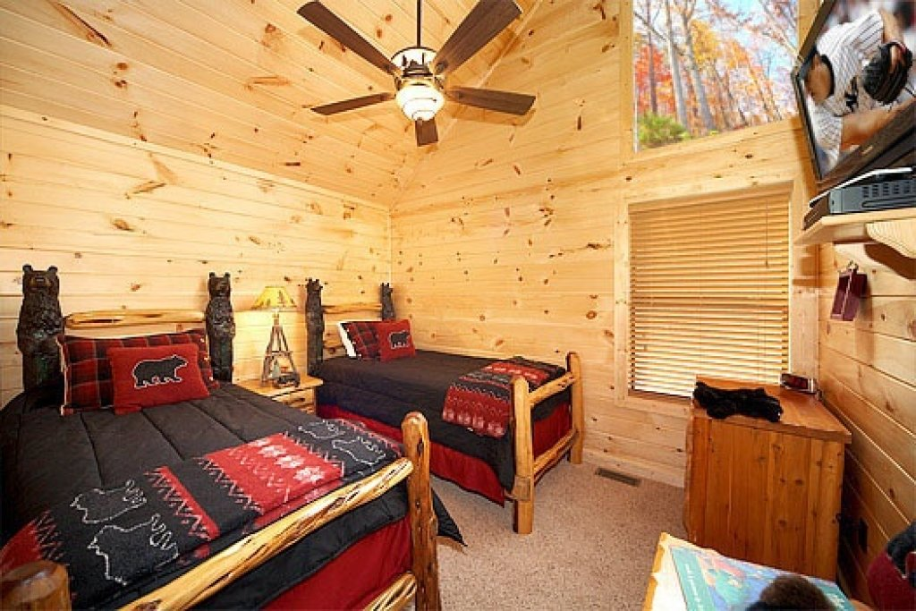 Photo of a Sevierville Cabin named Don't Blink! - This is the thirteenth photo in the set.