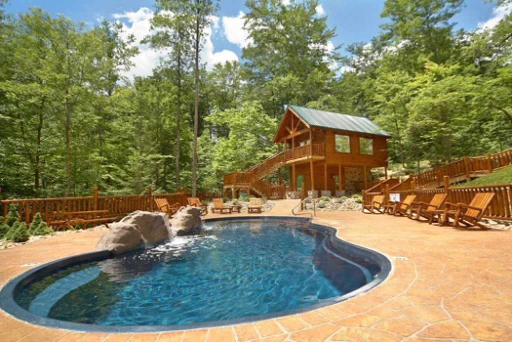 Photo of a Gatlinburg Cabin named Pool House - This is the fourteenth photo in the set.