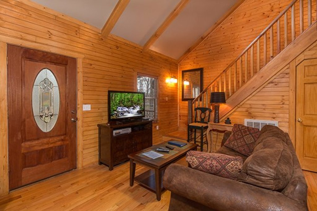Photo of a Gatlinburg Cabin named Lucky Logs - This is the third photo in the set.