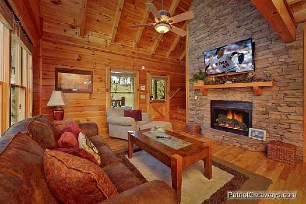 Photo of a Pigeon Forge Cabin named Logged Out - This is the fifth photo in the set.