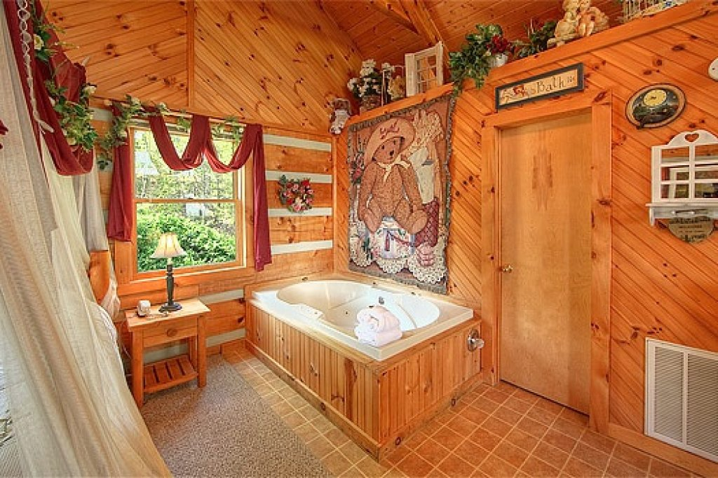 Photo of a Sevierville Cabin named Do Not Disturb - This is the eleventh photo in the set.