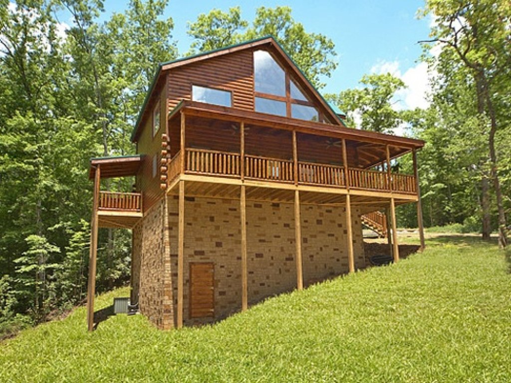 Photo of a Gatlinburg Cabin named Pool House - This is the thirteenth photo in the set.