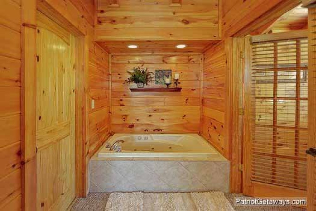 Photo of a Pigeon Forge Cabin named Logged Out - This is the fifteenth photo in the set.