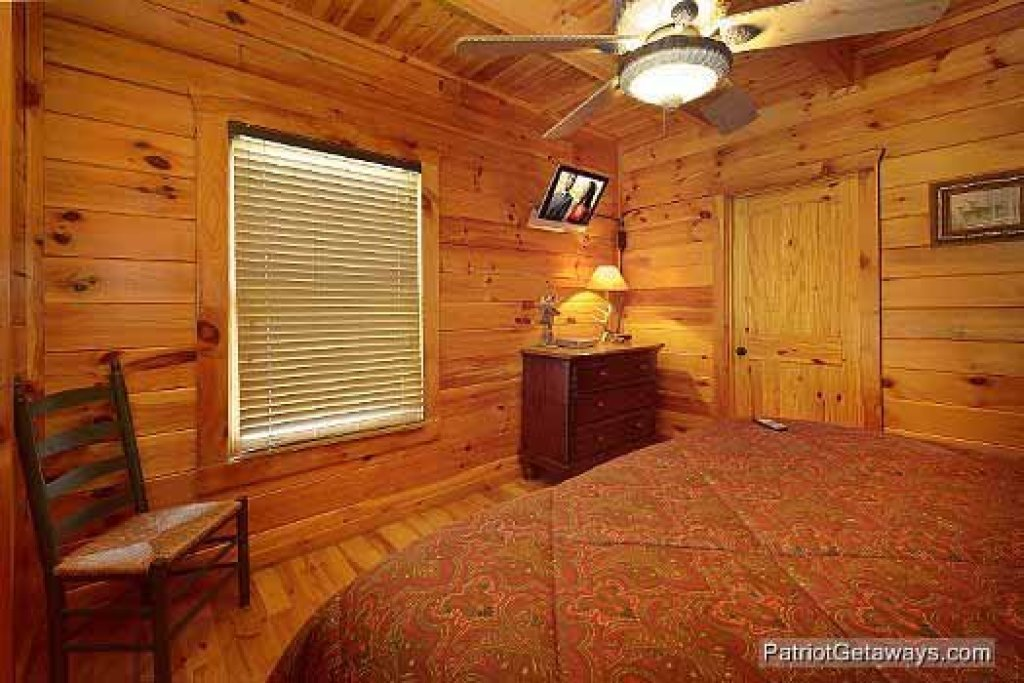 Photo of a Pigeon Forge Cabin named Logged Out - This is the fourteenth photo in the set.