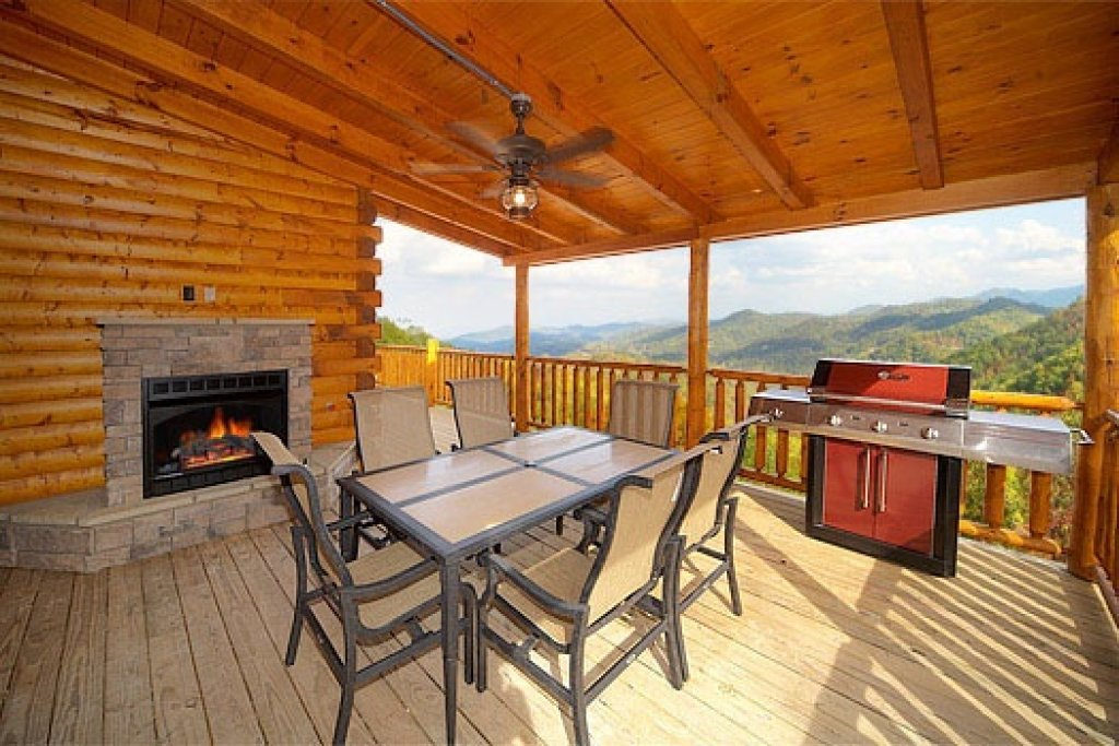 Photo of a Sevierville Cabin named Don't Blink! - This is the nineteenth photo in the set.