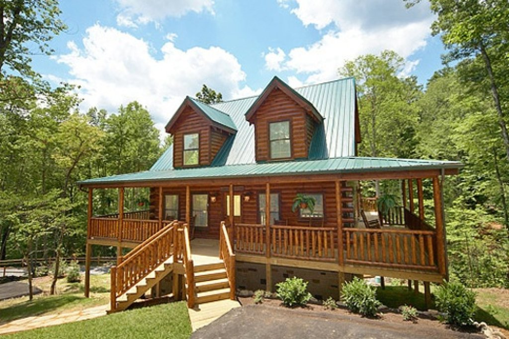 Photo of a Gatlinburg Cabin named Pool House - This is the second photo in the set.